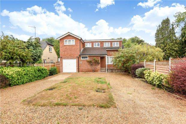 5 Bedrooms Detached House for sale in Bell Weir Close, Staines-upon-Thames, Surrey