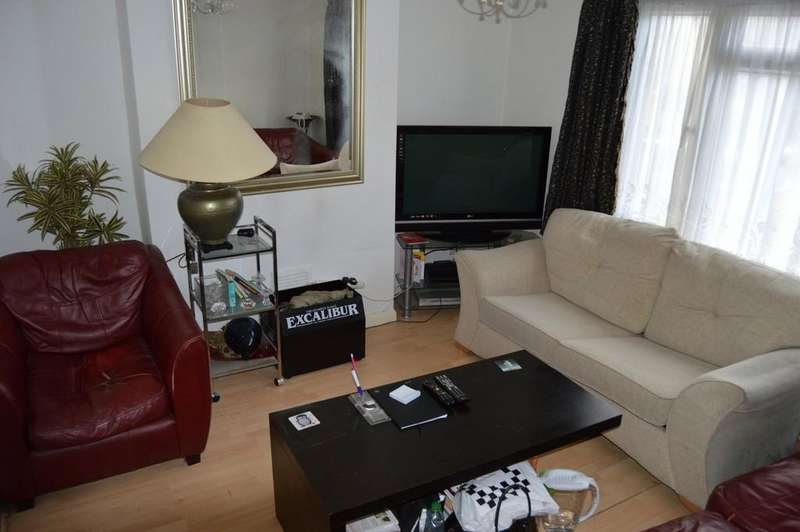 3 Bedrooms Terraced House for sale in Humes Avenue, London