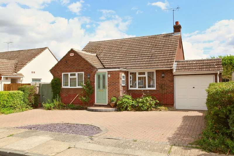 3 Bedrooms Detached Bungalow for sale in Shelley Road, Poets Corner, CO3 4JL