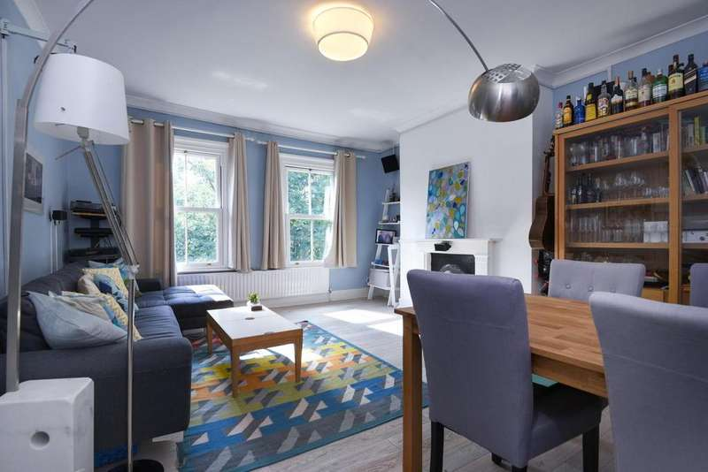 2 Bedrooms Flat for sale in Charlton Church Lane, Charlton