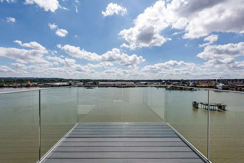 3 Bedrooms Flat for sale in Thameside House, Royal Wharf, Silvertown, London