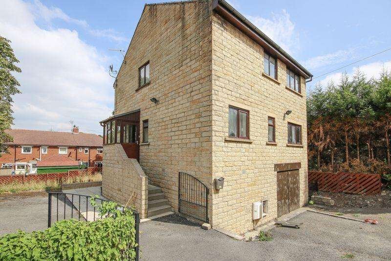 4 Bedrooms Detached House for sale in Huddersfield Road, Elland