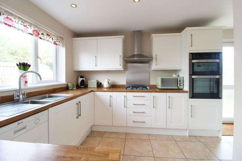4 Bedrooms Detached House for sale in Westrope way, Bedford, MK41