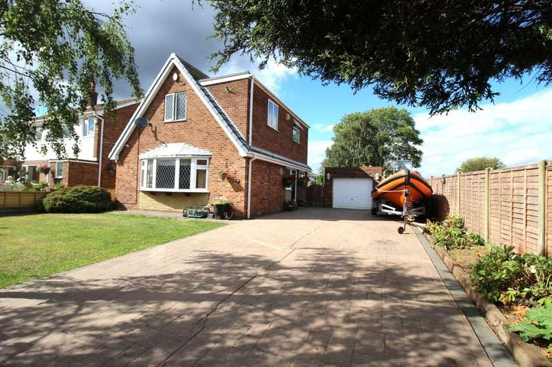 3 Bedrooms Detached House for sale in Holyrood Crescent, Normanton, WF6