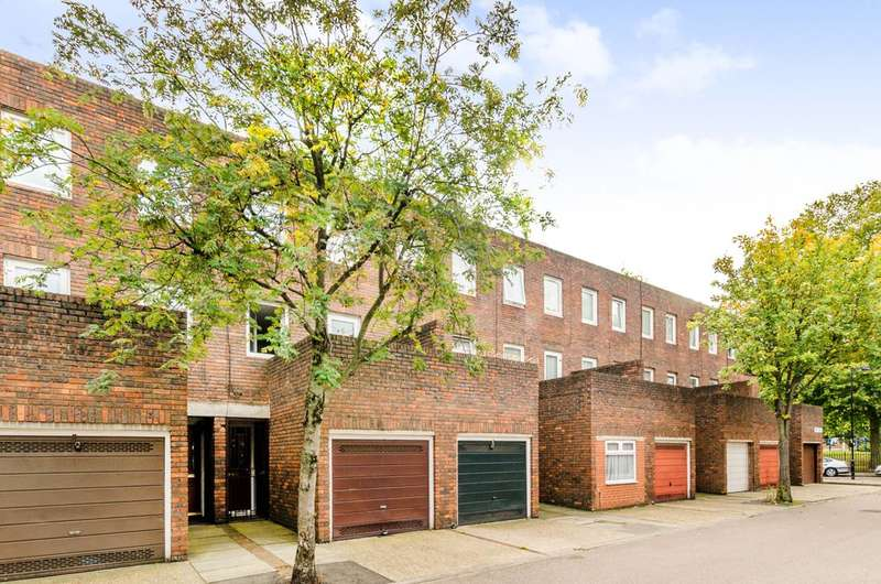 3 Bedrooms Terraced House for sale in Kemps Drive, Canary Wharf, E14