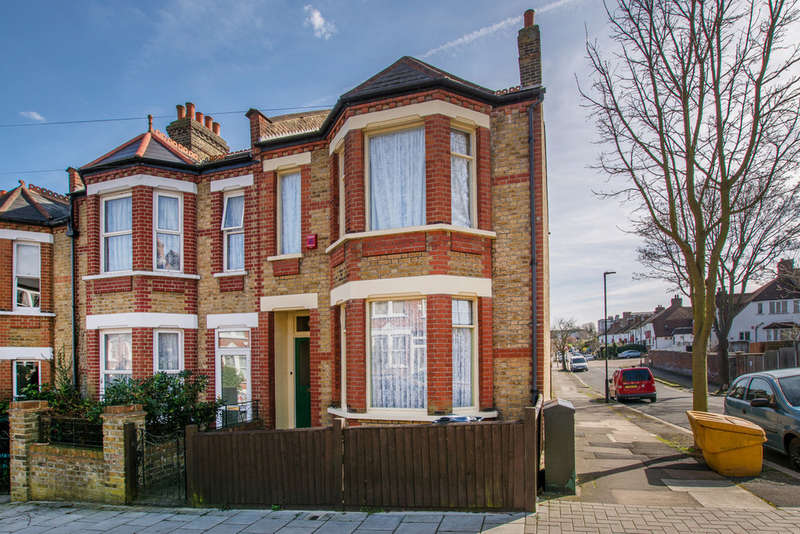 3 Bedrooms End Of Terrace House for sale in Casewick Road