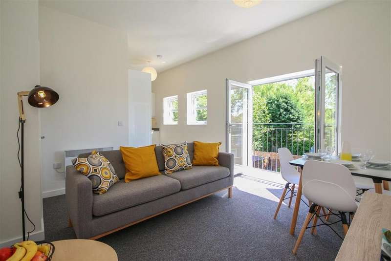 2 Bedrooms Apartment Flat for sale in Demesne Road, Whalley Range