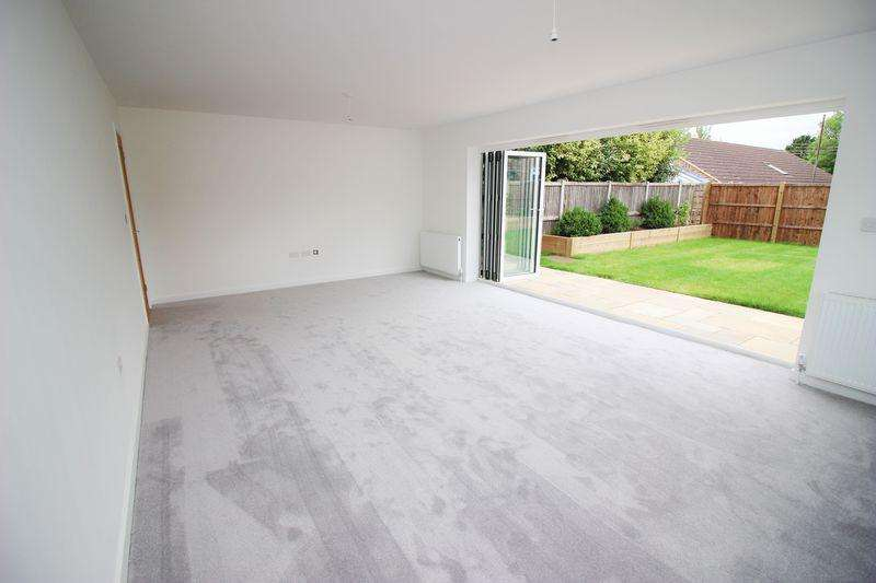 3 Bedrooms Detached House for sale in Orchard Way, Snodland
