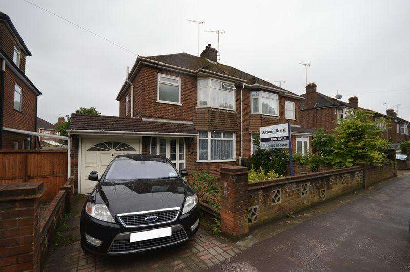 3 Bedrooms Semi Detached House for sale in Houghton Road.