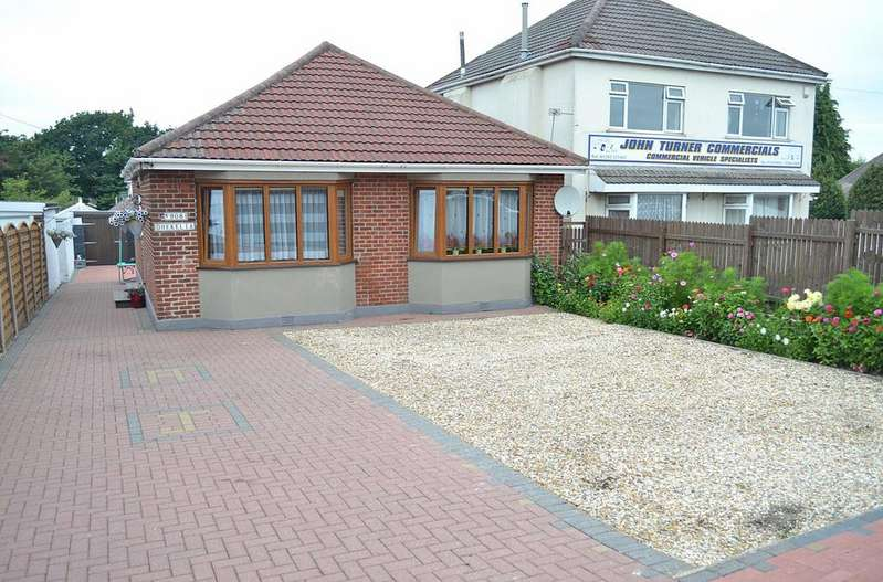 3 Bedrooms Detached Bungalow for sale in Ringwood Road, Bournemouth