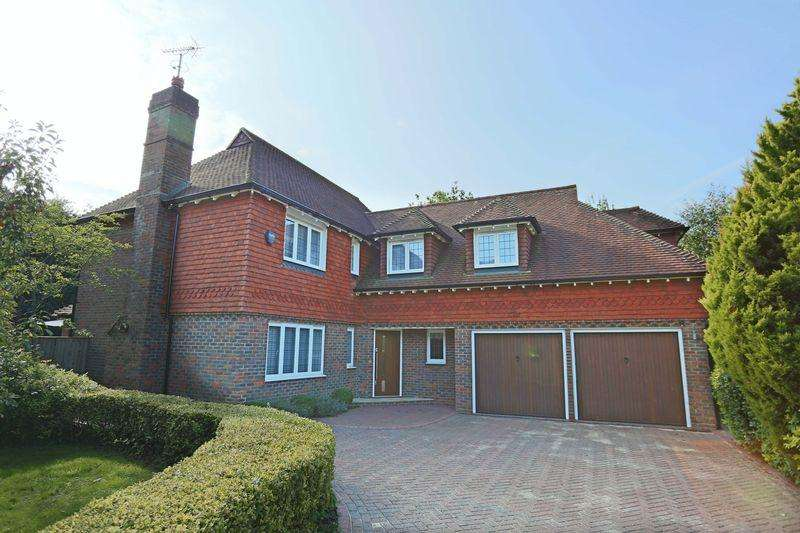 4 Bedrooms Detached House for sale in Folders Lane, Burgess Hill