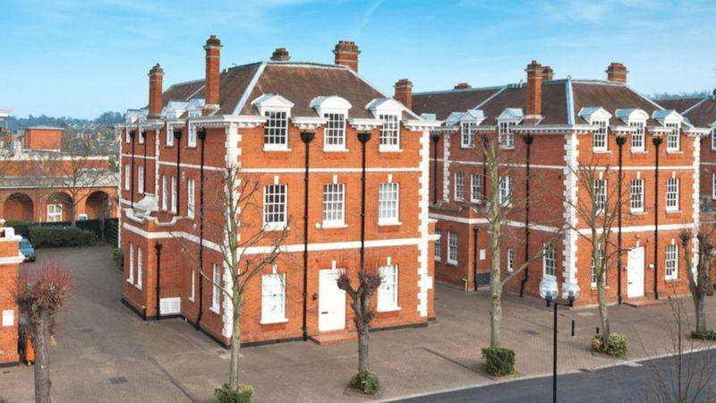 2 Bedrooms Apartment Flat for sale in Bluecoats Avenue, Hertford