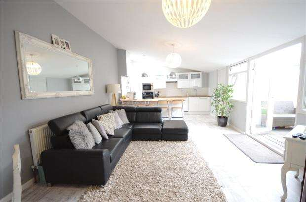 3 Bedrooms Detached Bungalow for sale in Kirton Close, Reading, Berkshire
