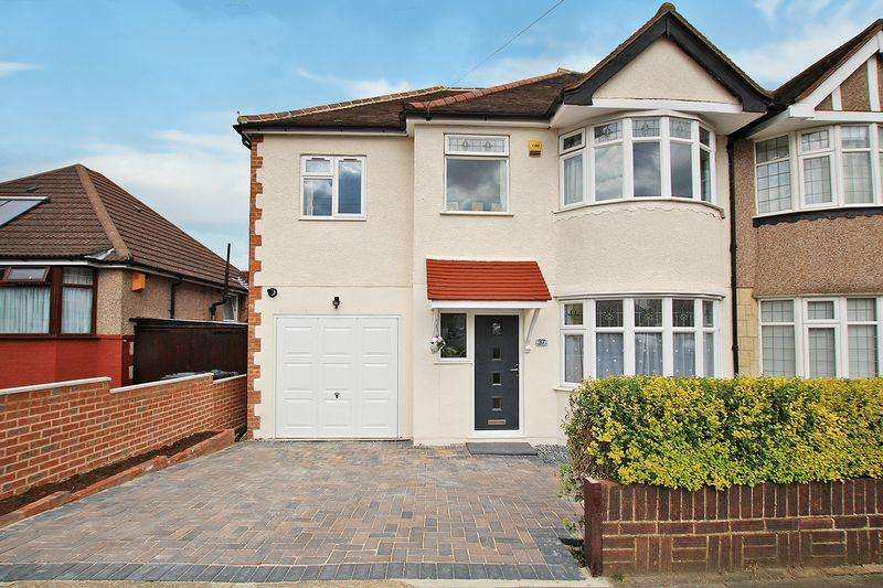 4 Bedrooms Semi Detached House for sale in Wentworth Drive, West Dartford
