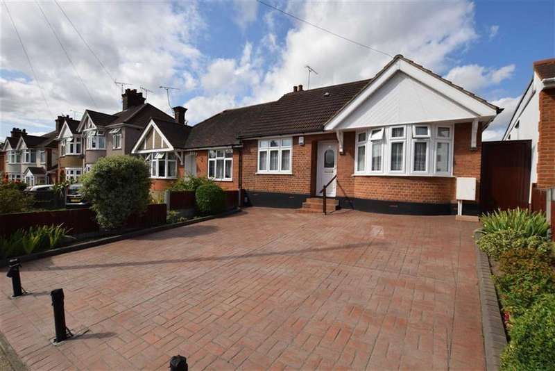 3 Bedrooms Bungalow for sale in Rectory Road, Grays, Essex