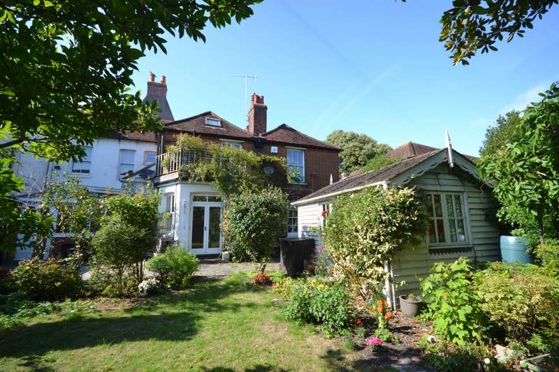 4 Bedrooms House for sale in Saint Pancras, Chichester, PO19