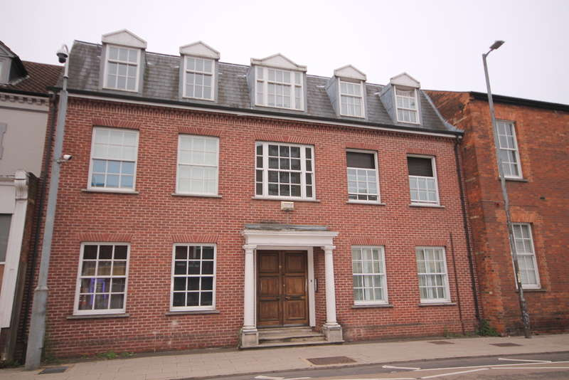 2 Bedrooms Ground Flat for sale in Flat 2, 19 The Crescent, Bedford, MK40