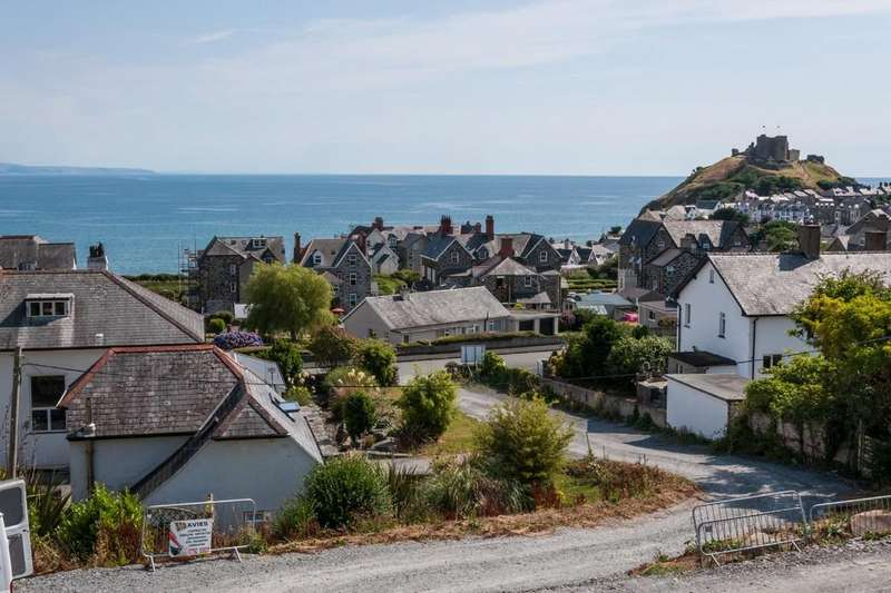 4 Bedrooms Detached House for sale in Radcliffe Road, Criccieth, North Wales