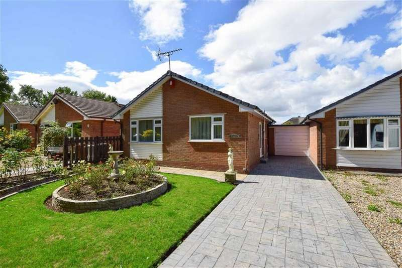 2 Bedrooms Detached Bungalow for sale in Longwood Close