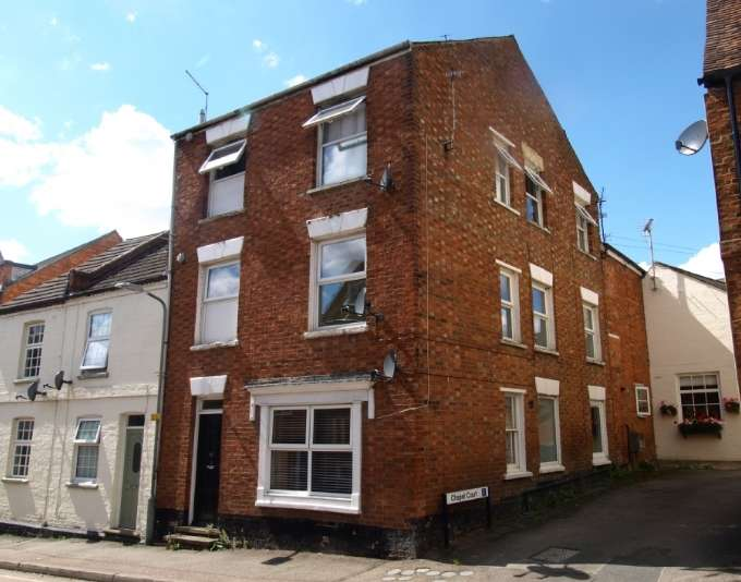 3 Bedrooms Flat for sale in Silver Street, Newport Pagnell, Buckinghamshire