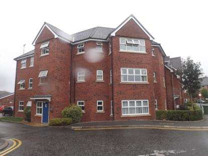2 Bedrooms Flat for sale in Holywell Drive, Warrington, Cheshire, WA1