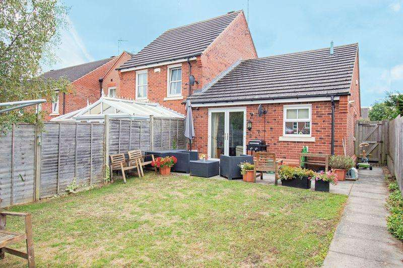 2 Bedrooms Bungalow for sale in Christ Church Close, Stamford