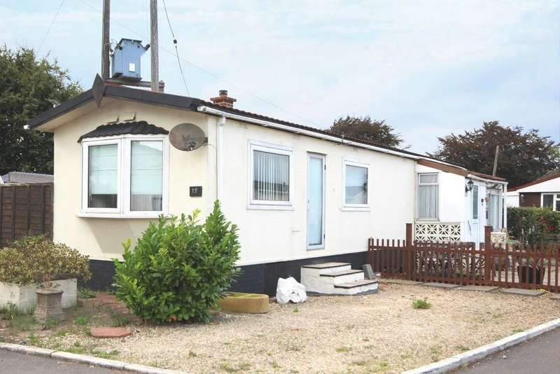 2 Bedrooms Detached House for sale in Hillview Park, Potters Hill