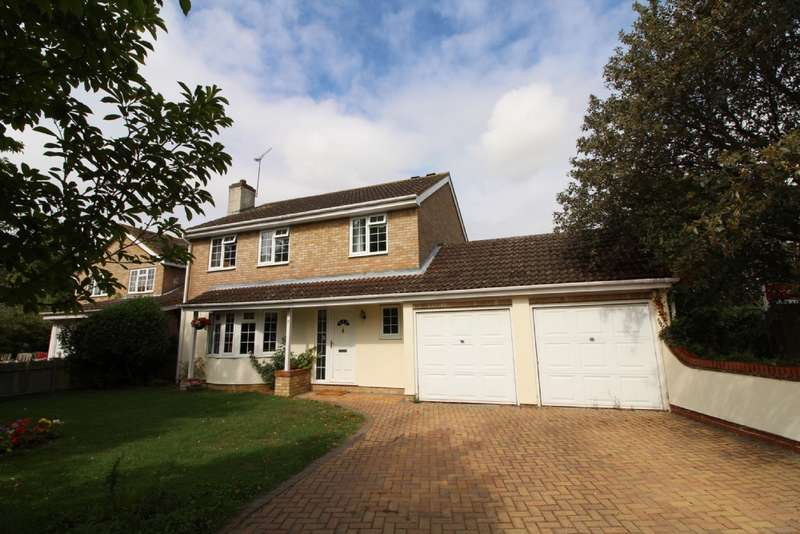 4 Bedrooms Detached House for sale in Goldsmith Drive, Newport Pagnell, Buckinghamshire