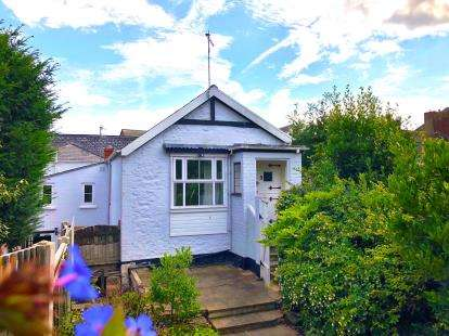 2 Bedrooms Flat for sale in Bridport, Dorset