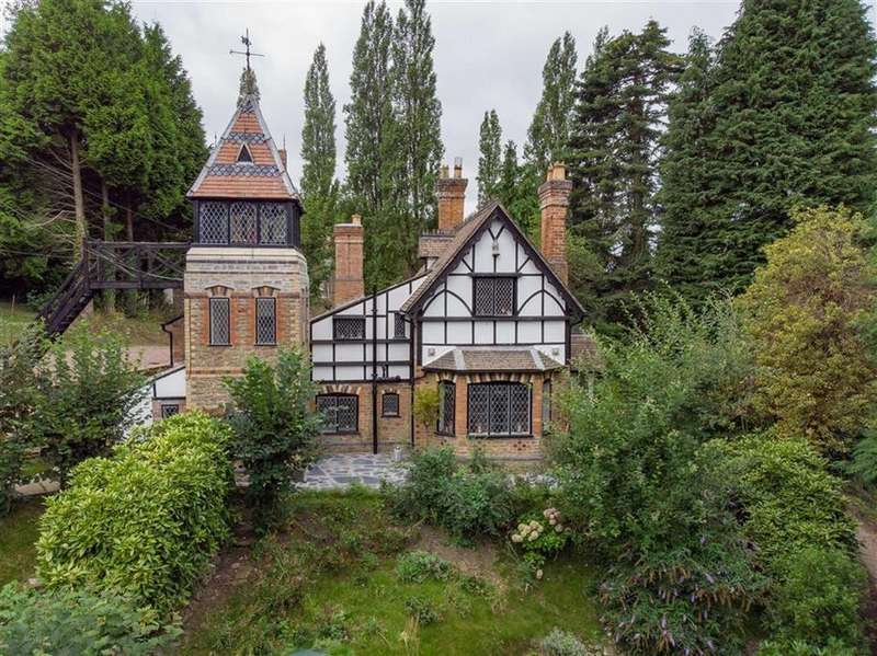 5 Bedrooms Detached House for sale in Longhope, Gloucestershire