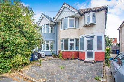 3 Bedrooms Semi Detached House for sale in Hillfield Avenue, Kingsbury, London, United Kingdom