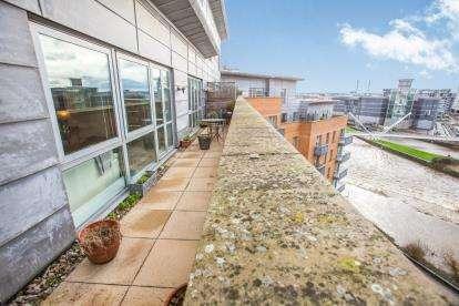 2 Bedrooms Flat for sale in Merchants Quay, Leeds, West Yorkshire