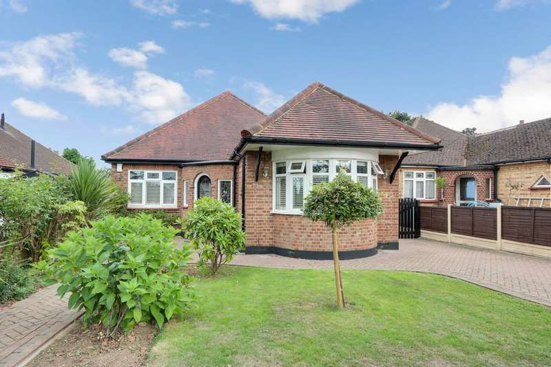 3 Bedrooms Detached Bungalow for sale in Somerset Avenue, Westcliff-on-Sea