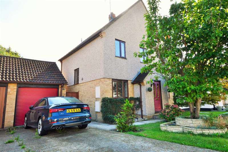 4 Bedrooms Detached House for sale in Woodberry Road, Wickford