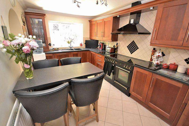 4 Bedrooms Semi Detached House for sale in Russell Way, Leighton Buzzard
