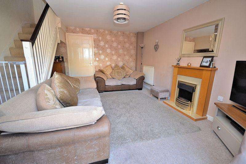 2 Bedrooms Terraced House for sale in Avery Close, Leighton Buzzard