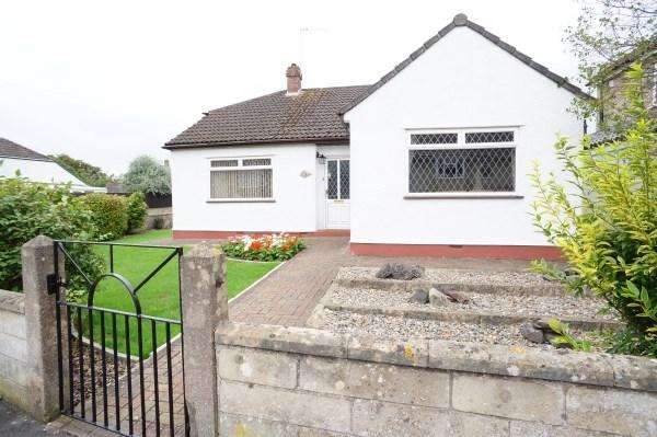 3 Bedrooms Bungalow for sale in Springfield Avenue, Mangotsfield, Bristol, BS16 9BL