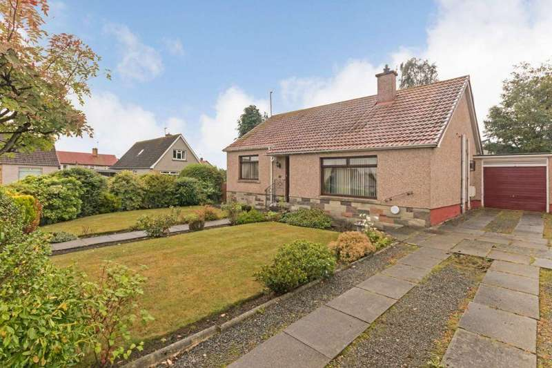2 Bedrooms Detached Bungalow for sale in 34 Pendreich Avenue, Bonnyrigg
