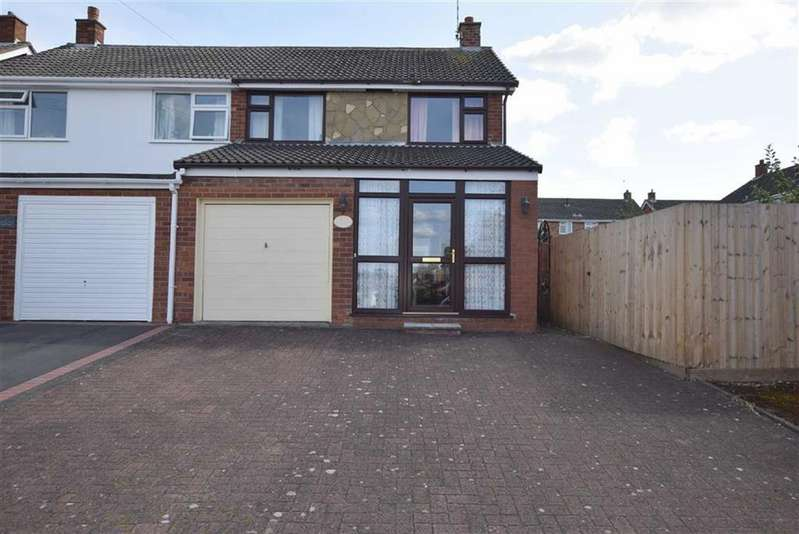 3 Bedrooms Semi Detached House for sale in St Georges Avenue, Hinckley, Leicestershire