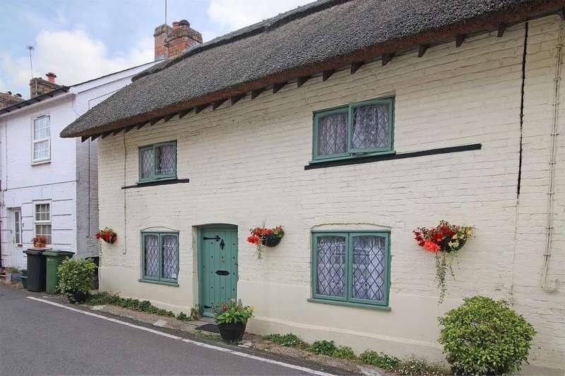 3 Bedrooms Semi Detached House for sale in Bridge Street, Overton RG25