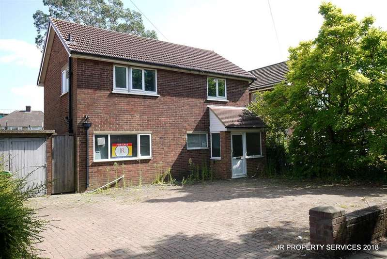 3 Bedrooms Detached House for sale in Hall Lane, Upminster