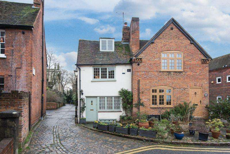 2 Bedrooms Semi Detached House for sale in Nelson Terrace, Aylesbury