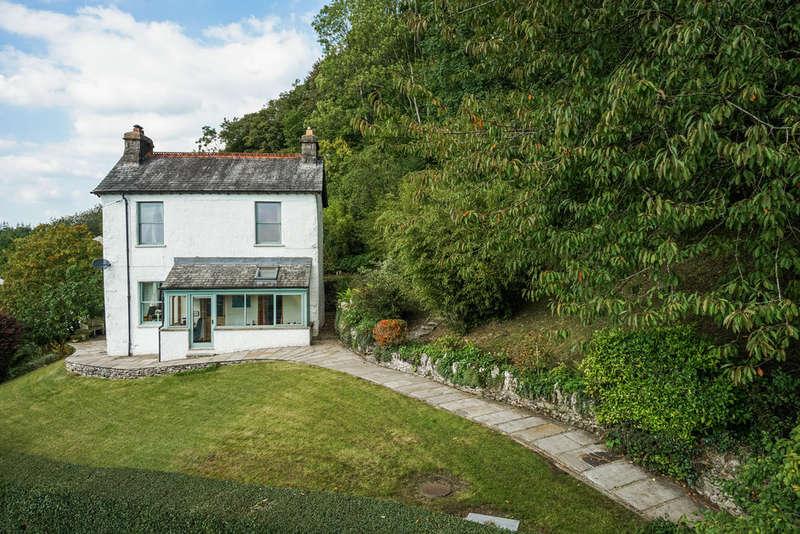 3 Bedrooms Detached House for sale in Spring Bank, Brigsteer, Kendal, Cumbria, LA9 8AJ