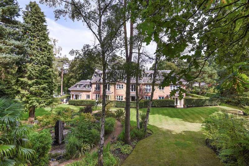 2 Bedrooms Apartment Flat for sale in Ardwell Close, Crowthorne, Berkshire, RG45 6AG