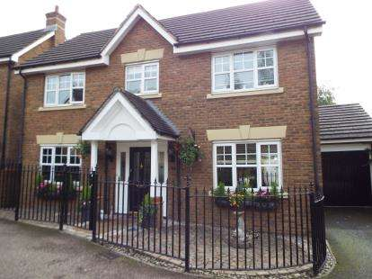 4 Bedrooms Detached House for sale in Oakwood Gate, Ilford, Essex