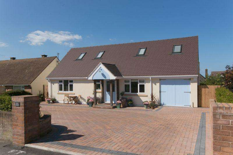4 Bedrooms Detached Bungalow for sale in Rockfield Drive, Llandudno