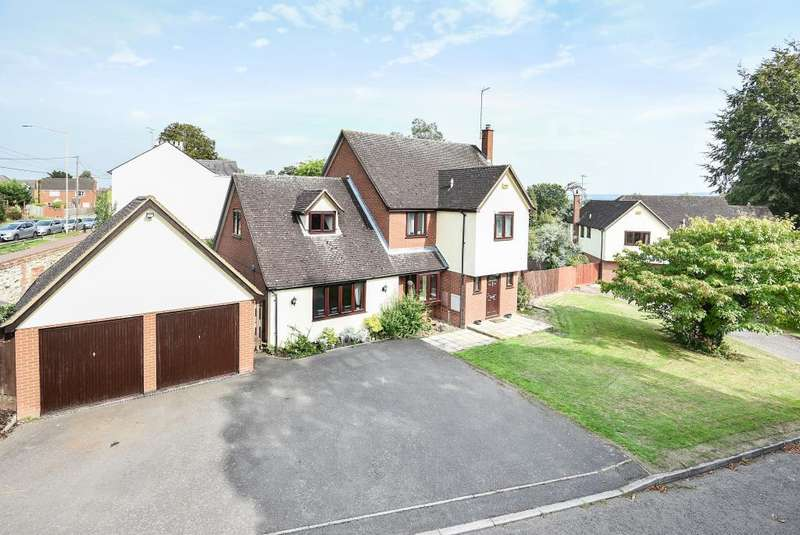 5 Bedrooms Detached House for sale in The Glebe, Stone, HP17