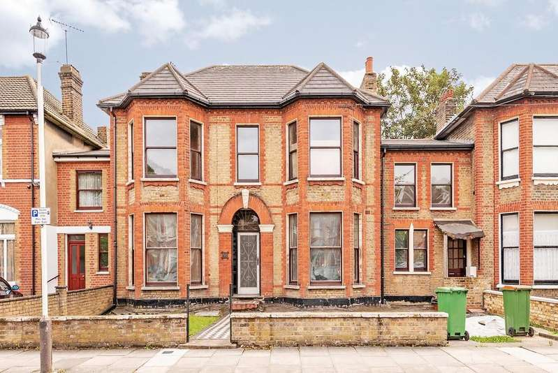 6 Bedrooms Terraced House for sale in Windsor Road, E7