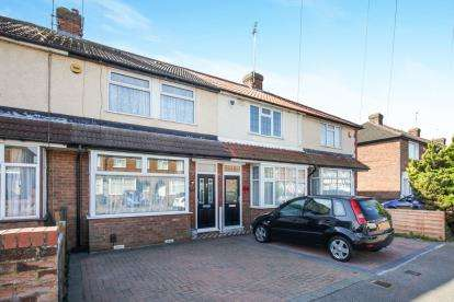 3 Bedrooms Terraced House for sale in Chesford Road, Luton, Bedfordshire