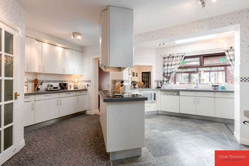 4 Bedrooms Detached House for sale in Barmpton Lane Darlington
